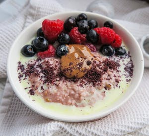 Berry vanilla porridge