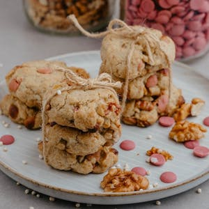 Ruby chocolate and walnuts cookies