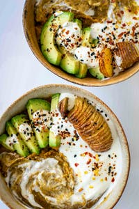 Lentil-dal with avocado and coconut yoghurt
