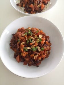 Kidney bean-peanut pot