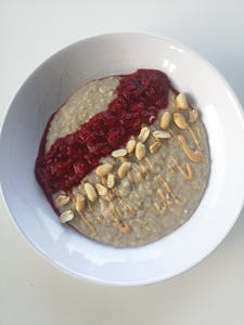 Himbeer Erdnuss Porridge
