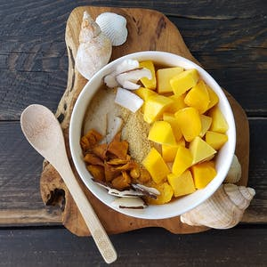 Mango banana smoothie bowl