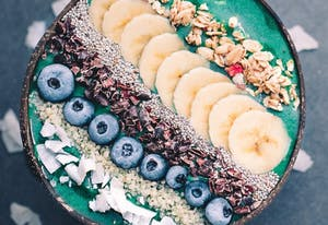 Grüne Spinat Smoothie Bowl