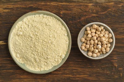 Finally, our dried chickpeas are ground. The resulting flour has the fine yellow colour typical of chickpeas and is immediately filled into the practical...